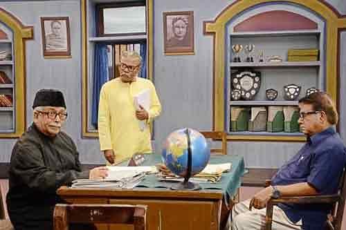 'একাত্তরের ক্ষুদিরাম' ছবির দৃশ্যে মামুনুর রশীদ, ফজলুর রহমান বাবু ও ইনামুল হক