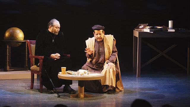 'গ্যালিলিও' নাটকে আলী যাকের ও আসাদুজ্জামান নূর। ছবি: প্রথম আলো