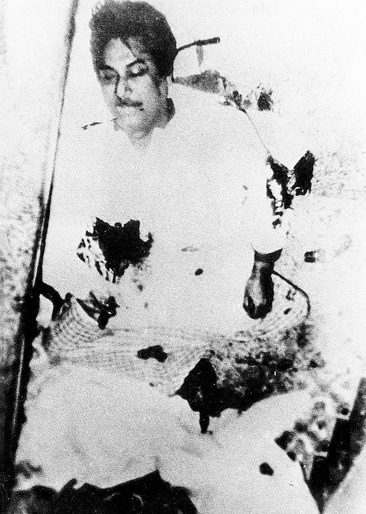 ১৯৭৫ সালের ১৫ আগস্ট ভোররাতে ধানমন্ডির ঐতিহাসিক ৩২ নম্বর সড়কের বাড়িতে আক্রমণ করে ঘাতকের দল নির্মমভাবে হত্যা করে স্বাধীনতার প্রাণপুরুষ বঙ্গবন্ধুকে
