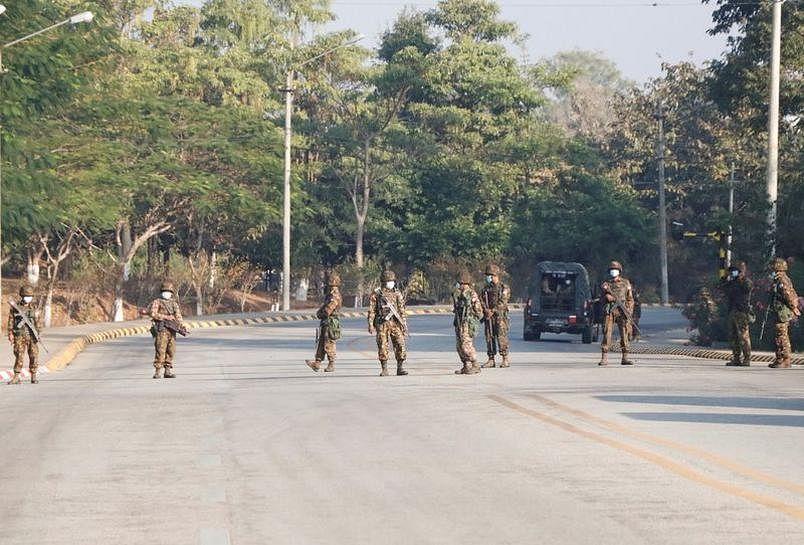 নেপিডোতে তল্লাশিচৌকিতে মিয়ানমারের  সেনাবাহিনীর অবস্থান।