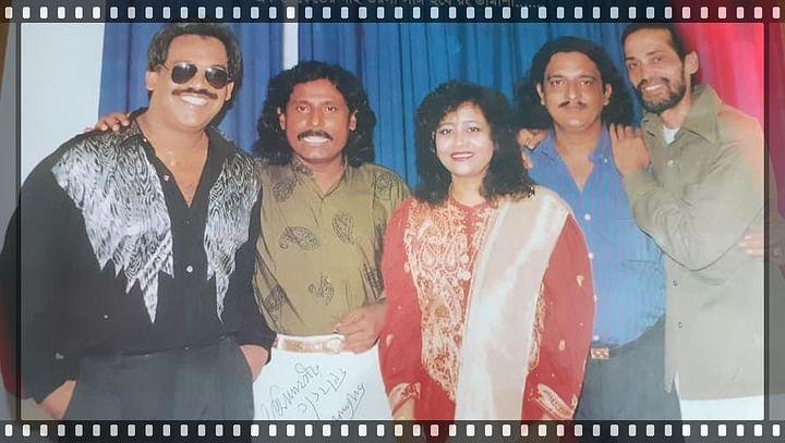 ছবিতে বাম থেকে গানের বন্ধু ফেরদৌস ওয়াহিদ ফকির আলমগীর, পিলু মমতাজ, ফিরোজ সাই এবং   আজম খান