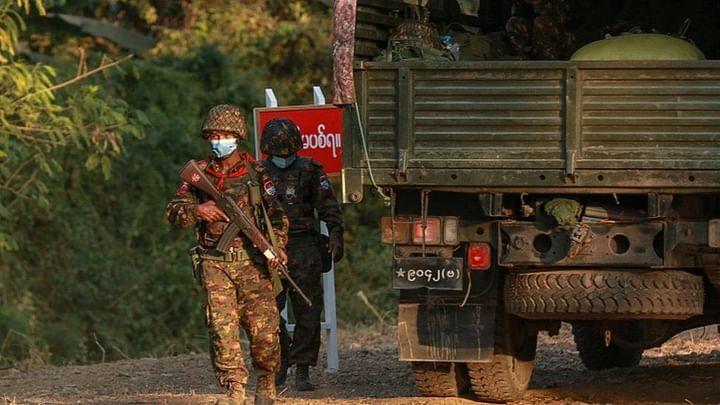 মিয়ানমারে সেনাবাহিনীর টহল