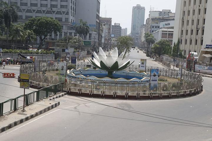 কঠোর লকডাউনে ফাঁকা ব্যস্ততম শাপলা চত্বর এলাকা। মতিঝিল, ঢাকা, ১৪ এপ্রিল