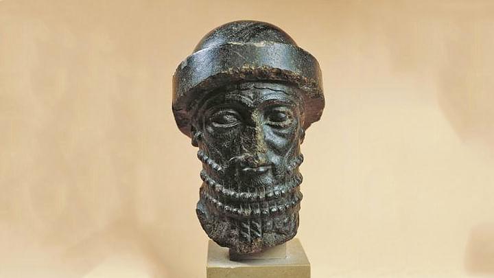 ব্যাবিলনের শক্তিমান রাজা হাম্মুরাবির ভাস্কর্য