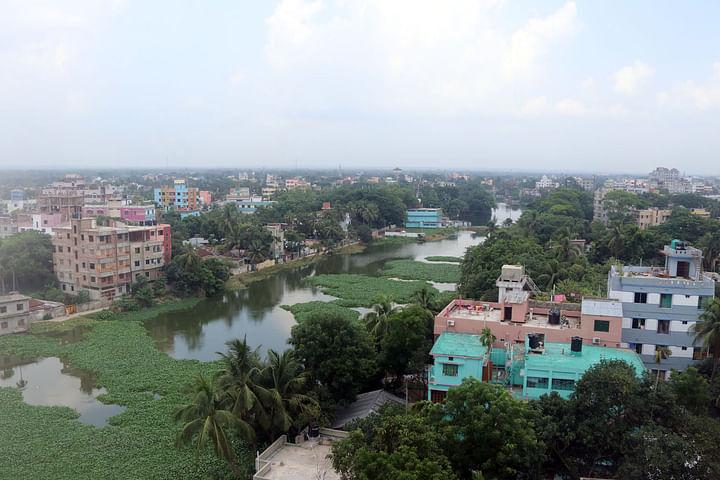 কুমিল্লা নগরের পাশ দিয়ে বয়ে যাওয়া গোমতী নদী