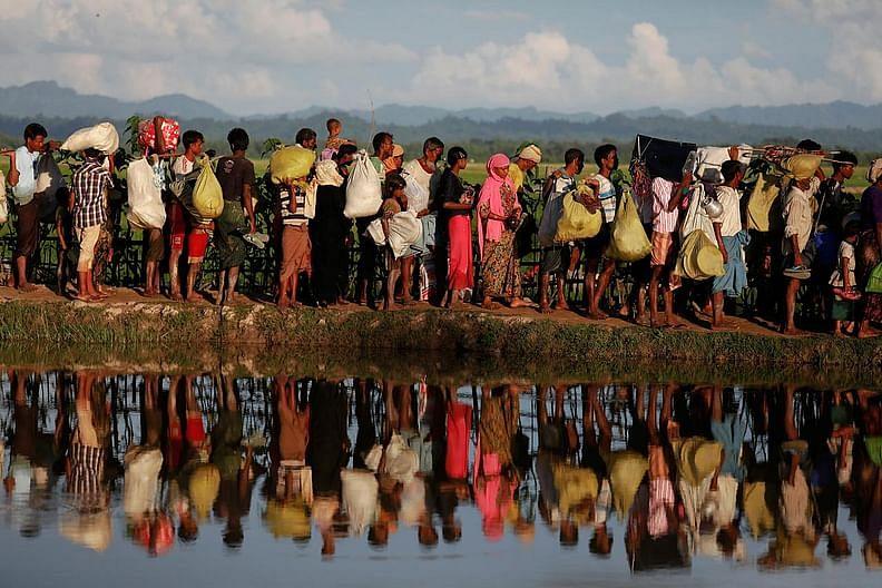 মিয়ানমারের রাখাইনে দমন-পীড়নের শিকার হয়ে লাখো রোহিঙ্গা পালিয়ে বাংলাদেশে আশ্রয় নিয়েছে