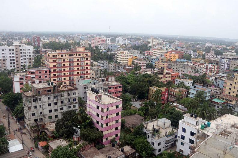 কুমিল্লায় অপরিকল্পিতভাবে গড়ে উঠেছে বহুতল ভবন