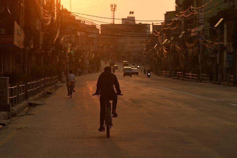 কঠোর লকডাউন চলছে, তাই ফাঁকা সড়ক। কাঠমান্ডু, নেপাল, ৩১ মে