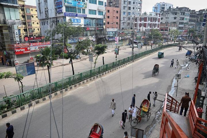 ঈদের দিন বিকেলে সড়কের চিত্র। বাংলামোটর, ঢাকা, ২১ জুলাই।