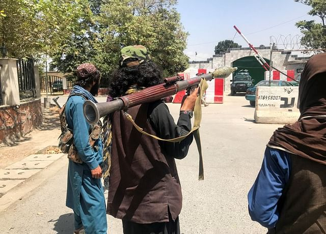 আফগানিস্তান থেকে যুক্তরাষ্ট্র সেনা প্রত্যাহারের পর দ্রুত দেশটির নিয়ন্ত্রণ নিয়েছে তালেবান সদস্যরা