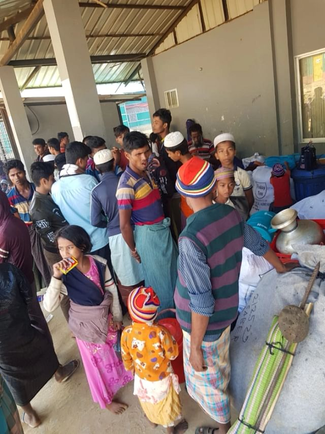 Rohingyas waiting to board buses