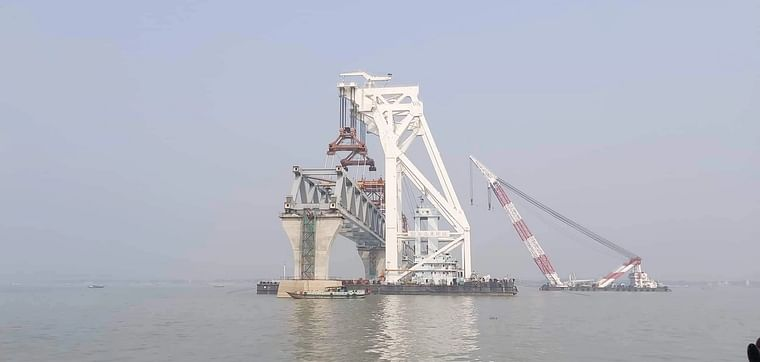 The 40th span of Padma bridge is installed on 11th and 12th piers on the morning of 4 December 2020