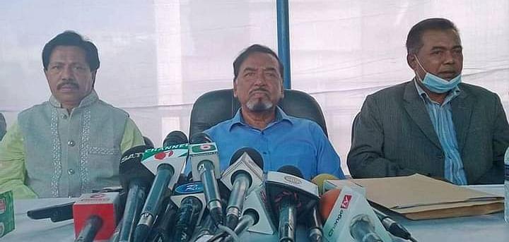 Major (retd) Hafiz Uddin Ahmed addressing a press briefing at his residence at Banani, Dhaka on 19 December 2020