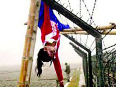 Hanging body of Felani on the border fence